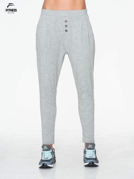 Jasnoszare spodnie dresowe typu baggy z guziczkami