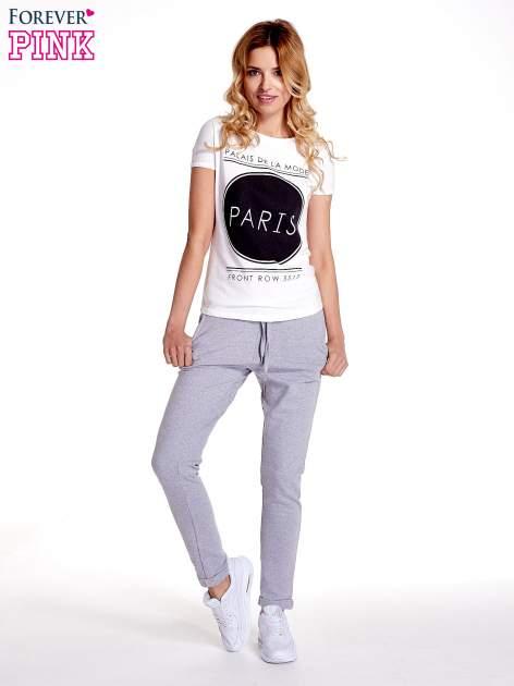 Jasnoszare spodnie dresowe z prostą nogawką                                  zdj.                                  2