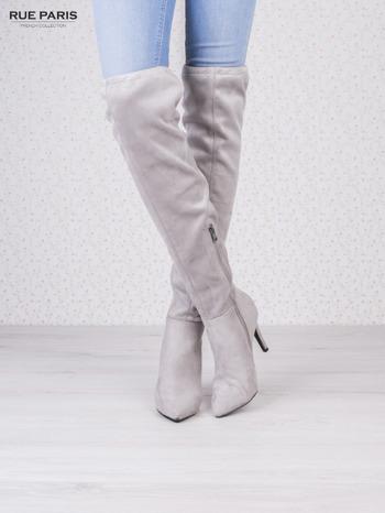 Jasnoszare zamszowe kozaki na szpilkach wiązane w kolanach                                   zdj.                                  2