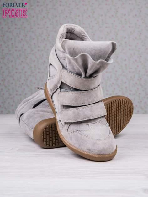 Jasnoszare zamszowe sneakersy na rzepy Tris                                  zdj.                                  4