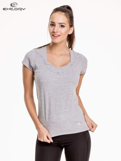 Jasnoszary damski t-shirt sportowy z marszczonym dekoltem