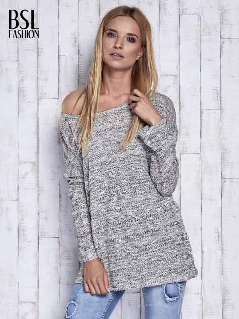 Jasnoszary melanżowy sweter z łezką na plecach                                  zdj.                                  3