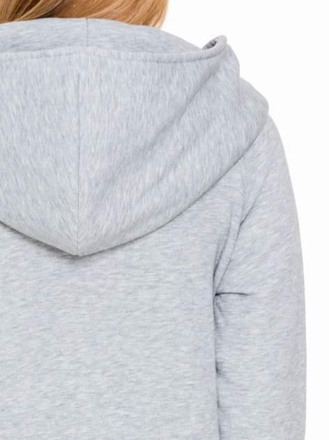 Jasnoszary płaszcz dresowy z kapturem zapinany na napy                                  zdj.                                  8