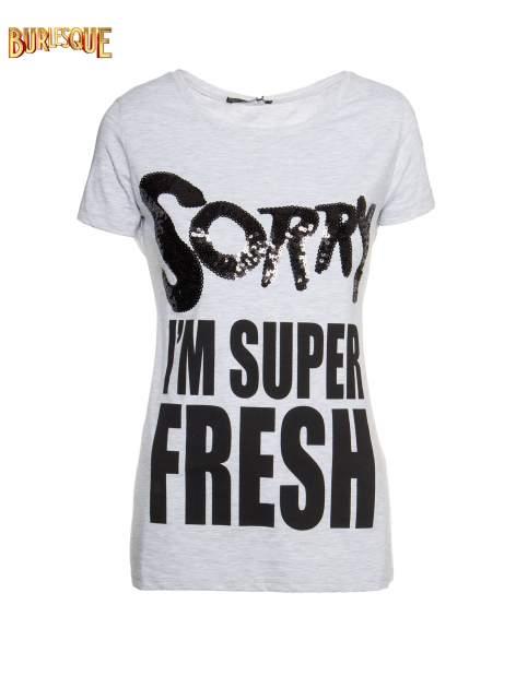 Jasnoszary t-shirt z napisem SORRY I'M SUPER FRESH z dżetami