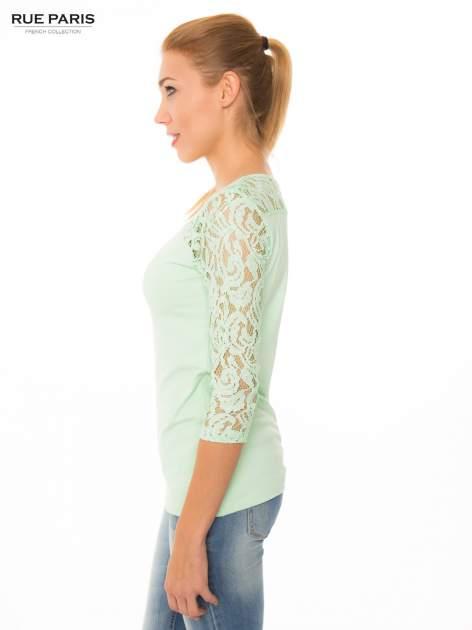 Jasnozielona bluzka z koronkowymi rękawami długości 3/4                                  zdj.                                  2