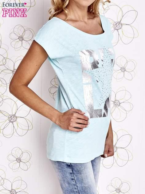 Jasnozielony t-shirt z motywem gwiazdy i dżetami                                  zdj.                                  3
