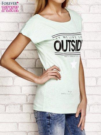 Jasnozielony t-shirt z napisem OUTSIDER                                  zdj.                                  3