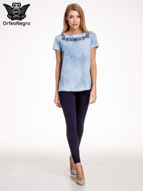 Jeansowa bluzka koszulowa z haftem                                  zdj.                                  2