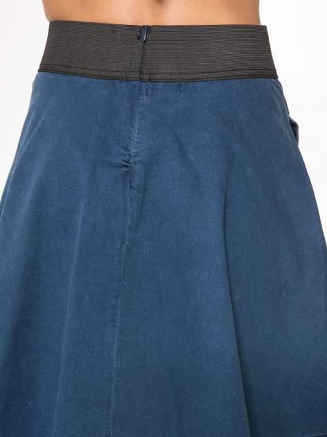Jeansowa mini spódnica skater z gumą w pasie                                  zdj.                                  8