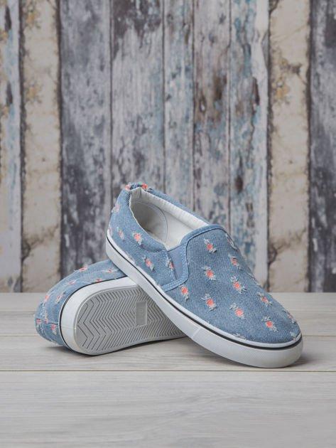 Jeansowe buty slip on z efektem cut out                                  zdj.                                  4