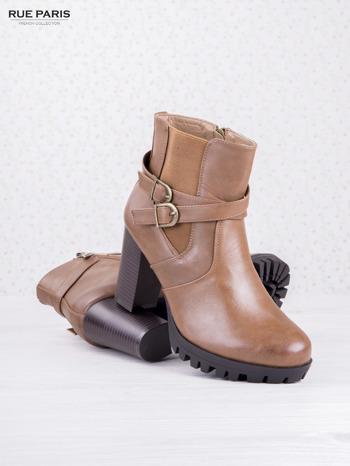 Karmelowe skórzane botki faux leather na ciemnym obcasie z gumowaną wstawką i traktorową podeszwą                                  zdj.                                  3