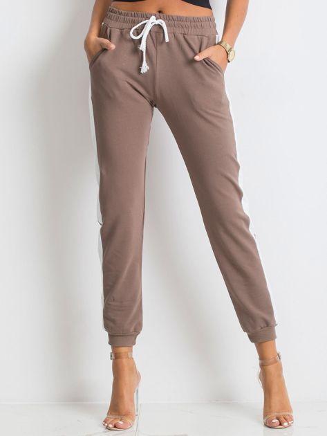 Kawowe spodnie Carter                              zdj.                              1