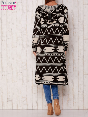 Kawowy długi sweter motywy geometryczne                                  zdj.                                  4