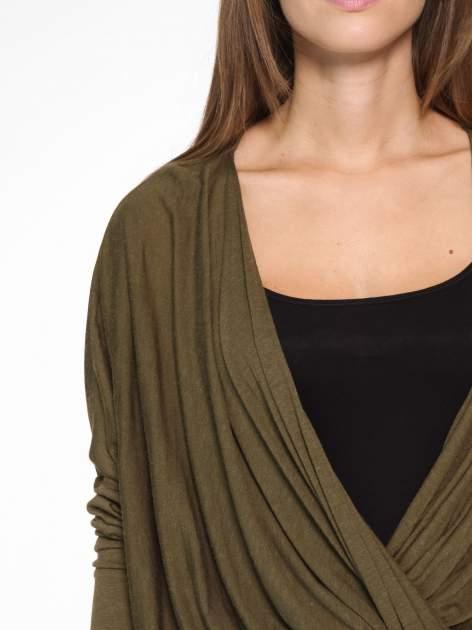 Khaki kopertowa bluzka z drapowaniem                                  zdj.                                  6