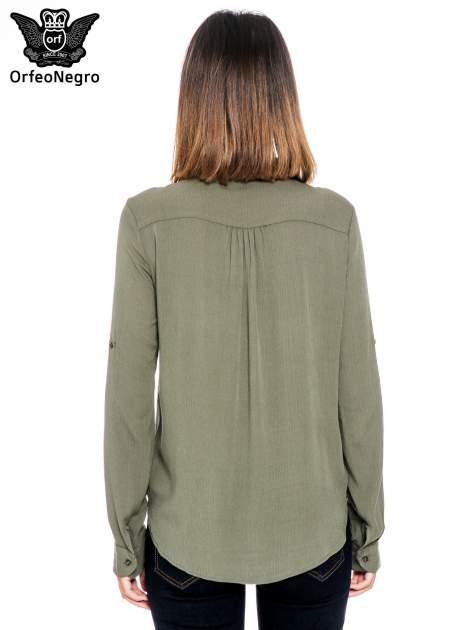 Khaki koszula z haftem etno na ramionach i kieszonką                                  zdj.                                  2