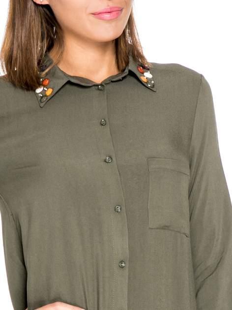 Khaki koszula z kołnierzykiem zdobionym kamieniami                                  zdj.                                  7