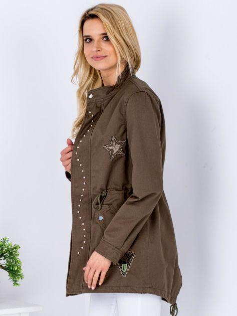 Khaki kurtka z naszywkami i aplikacją                              zdj.                              5