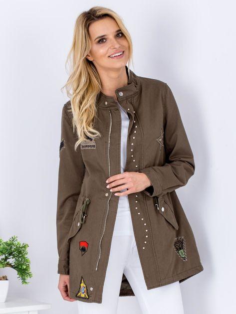 Khaki kurtka z naszywkami i aplikacją                              zdj.                              6