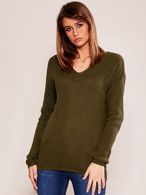 Khaki luźny sweter w serek                              zdj.                              1