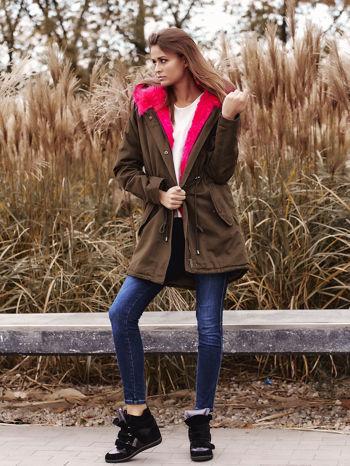 Khaki ocieplana kurtka parka z różowym futrzanym kołnierzem                                  zdj.                                  8