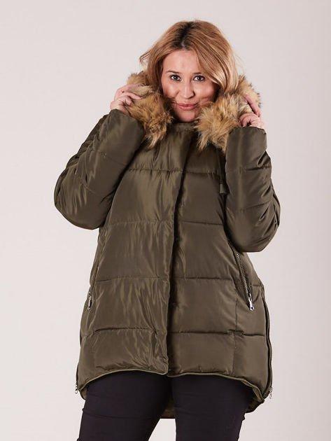 Khaki pikowana kurtka damska z futerkiem PLUS SIZE                              zdj.                              1