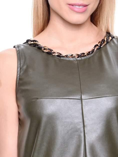 Khaki skórzana bluzka z łańcuszkiem przy dekolcie                                  zdj.                                  5