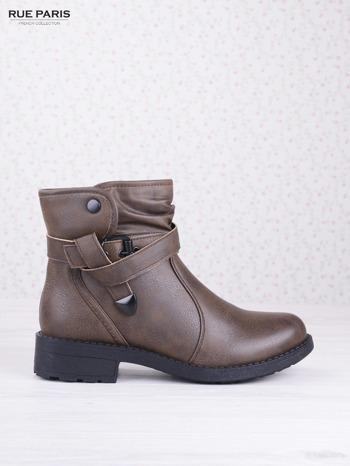 Khaki skórzane botki eco leather na klocku z marszczoną cholewką i zapinanym paskiem                                  zdj.                                  1