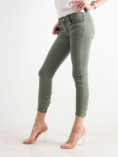 Khaki spodnie biodrówki z aplikacją                              zdj.                              3