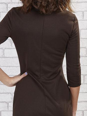 Khaki sukienka z trójkątnym wykończeniem                                  zdj.                                  7