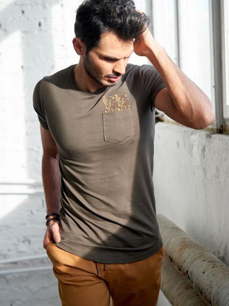 Khaki t-shirt męski z haftem