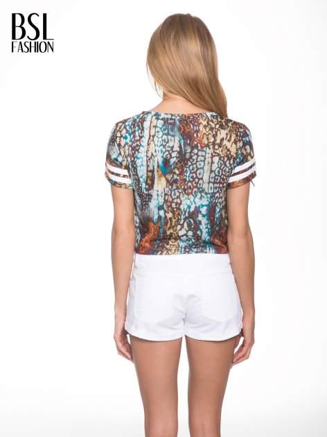 Khaki t-shirt typu crop top z numerkiem                                  zdj.                                  4