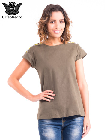 Khaki t-shirt z haftem na plecach zdobionym cekinami                                   zdj.                                  1