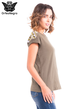 Khaki t-shirt z haftem na plecach zdobionym cekinami                                   zdj.                                  3