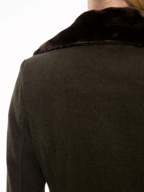 Khaki wełniany płaszcz dwurzędowy z futrzanym kołnierzem                                  zdj.                                  9