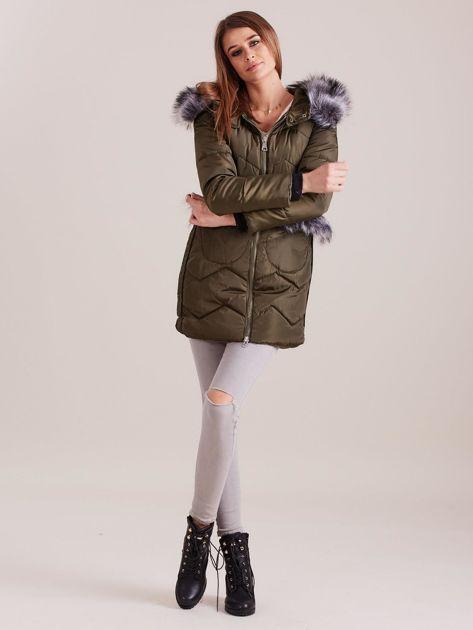Khaki zimowa kurtka z futrzanym wykończeniem                              zdj.                              4
