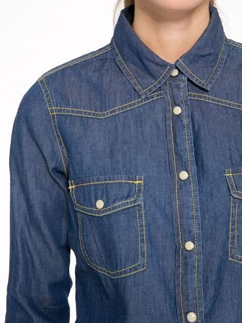 Klasyczna ciemnoniebieska jeansowa koszula z kieszonkami                                  zdj.                                  6