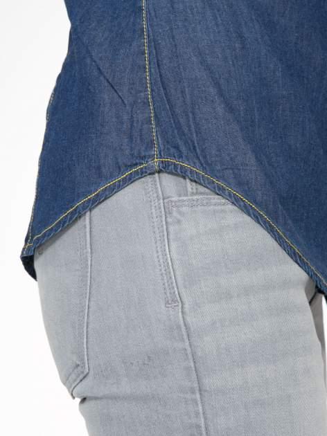 Klasyczna ciemnoniebieska jeansowa koszula z kieszonkami                                  zdj.                                  10