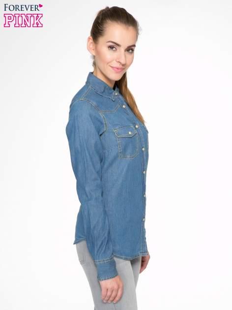 Klasyczna niebieska jeansowa koszula z kieszonkami                                  zdj.                                  3