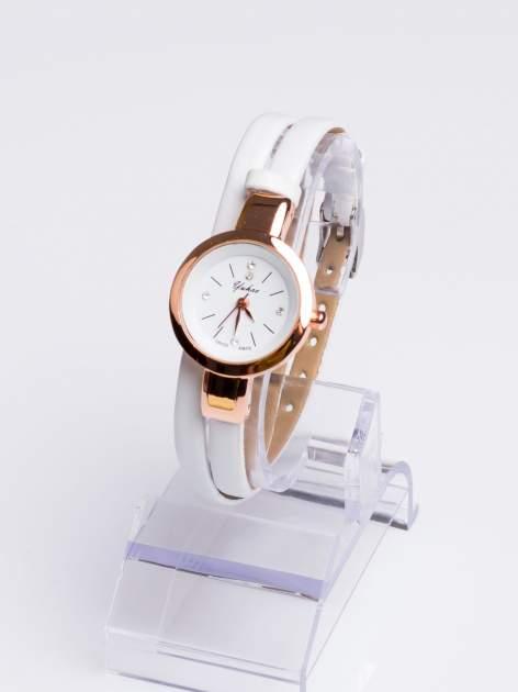 Klasyczny piękny zegarek z cyrkoniami na skórzanym pasku                                  zdj.                                  2