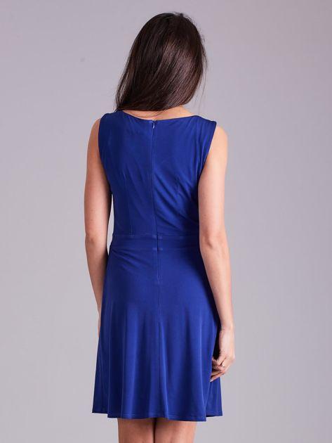 Kobaltowa drapowana elegancka sukienka                              zdj.                              2