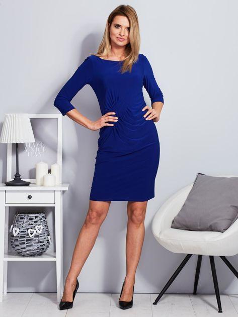 Kobaltowa sukienka z drapowaniem                              zdj.                              4