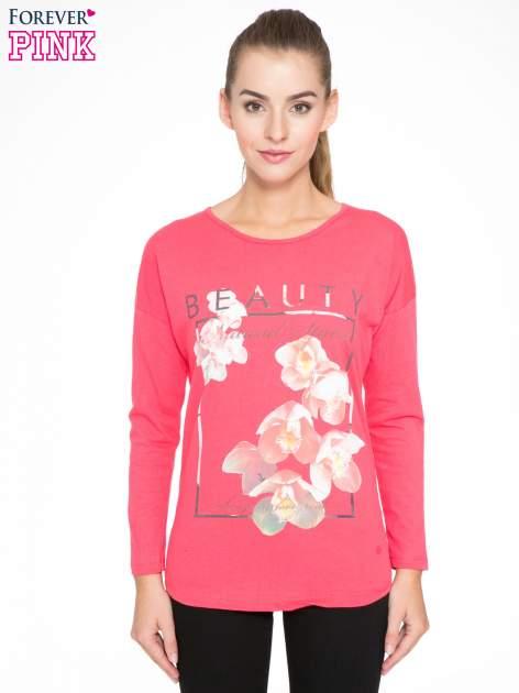 Koralowa bluzka z nadrukiem kwiatowym i napisem BEAUTY                                  zdj.                                  1