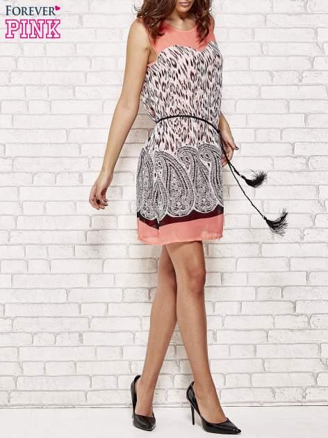 Koralowa sukienka boho z paskiem z frędzlami                                  zdj.                                  2