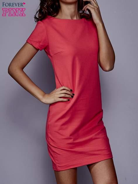 Koralowa sukienka dresowa o prostym kroju                                  zdj.                                  1