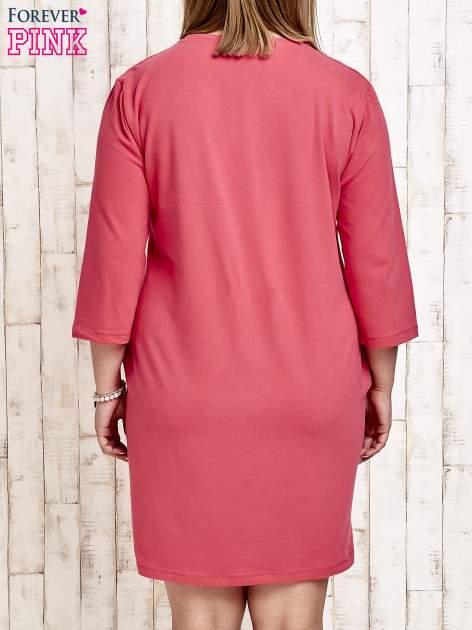 Koralowa sukienka dresowa z dżetami PLUS SIZE                                  zdj.                                  2