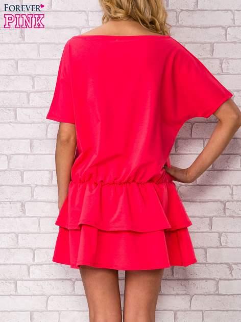 Koralowa sukienka dresowa z podwójną falbaną                                  zdj.                                  4