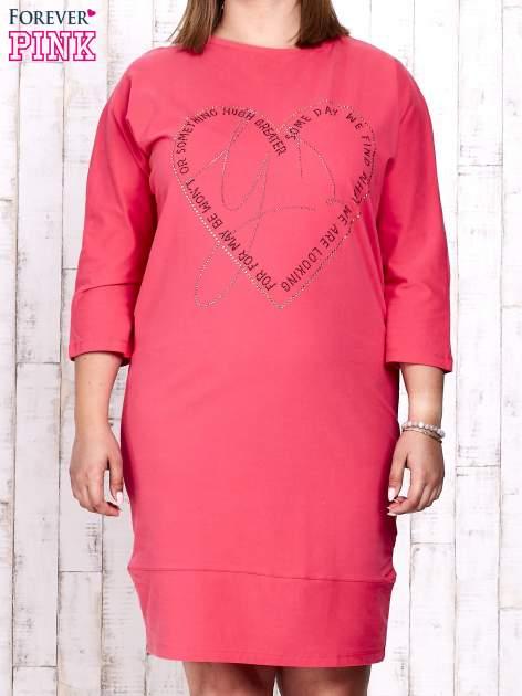 Koralowa sukienka dresowa z sercem z dżetów PLUS SIZE