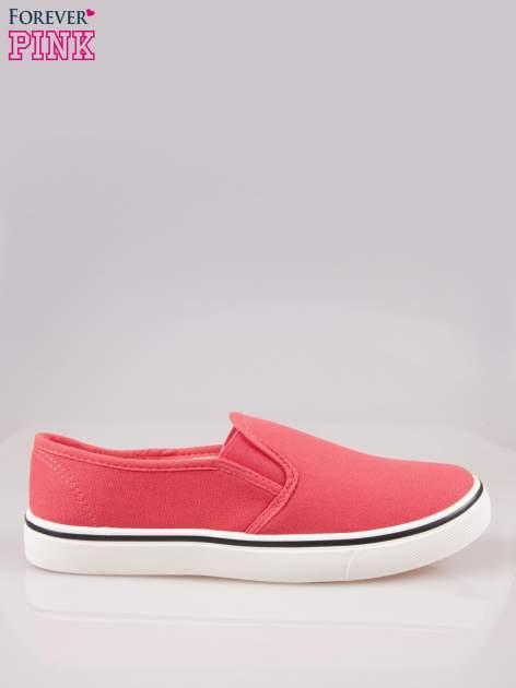 Koralowe buty slip on na białej podeszwie                                  zdj.                                  1