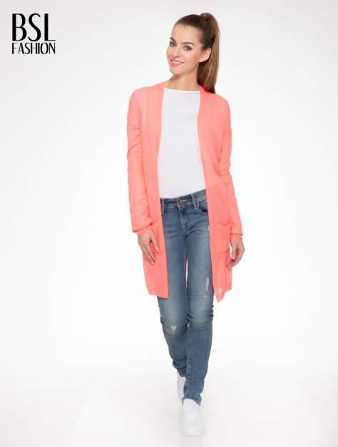 Koralowy długi sweter typu kardigan z kieszonkami                                  zdj.                                  2