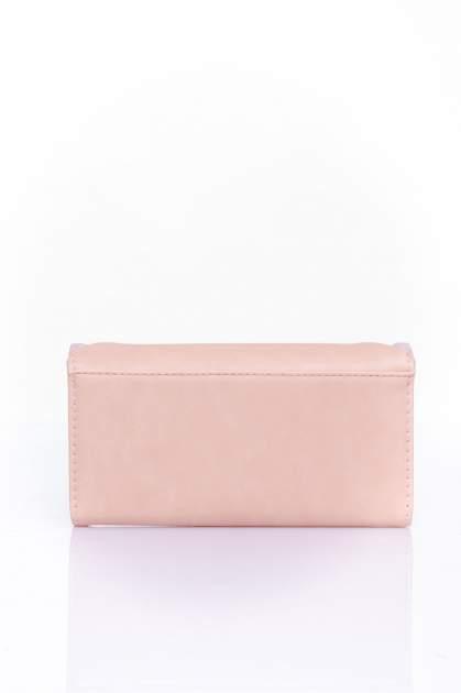 Koralowy portfel z ozdobnym detalem i złotymi okuciami                                  zdj.                                  2